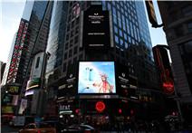 珀莱雅早晚水广告  感恩节登上纽约时代广场大屏